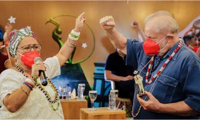 """Lula recebe estátua de Zé Pilintra de mãe de santo: """"Ninguém vence a força de Xangô"""""""